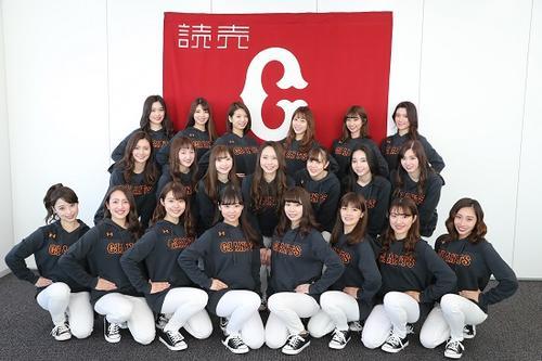 巨人の球団公式マスコットガール「ヴィーナス」の20年シーズンメンバー21人(球団提供)