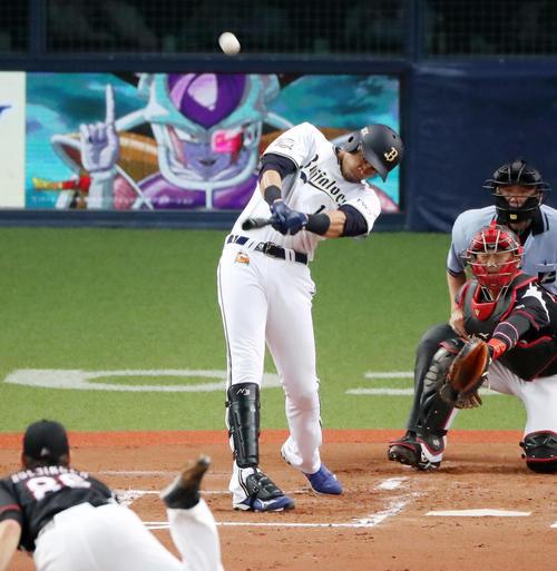 19年7月3日、オリックス・モヤは右越え本塁打を放つ(撮影・加藤哉)