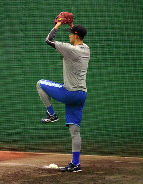 腕を高く上げる投球フォームにマイナーチェンジしたDeNA阪口(撮影・鈴木正章)