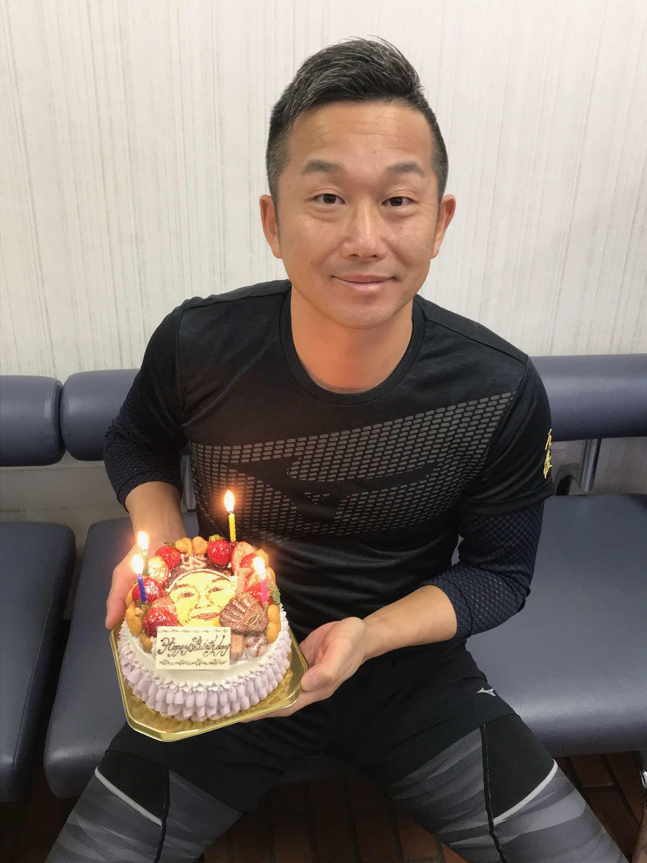 22日に40歳の誕生日を迎えたヤクルト石川(撮影・保坂恭子)