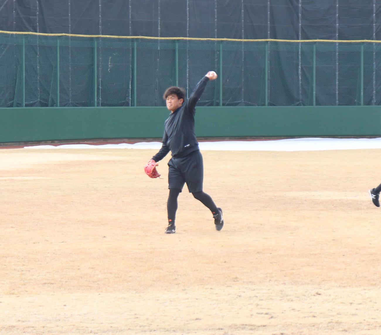 キャッチボールをする巨人田口(撮影・久永壮真)