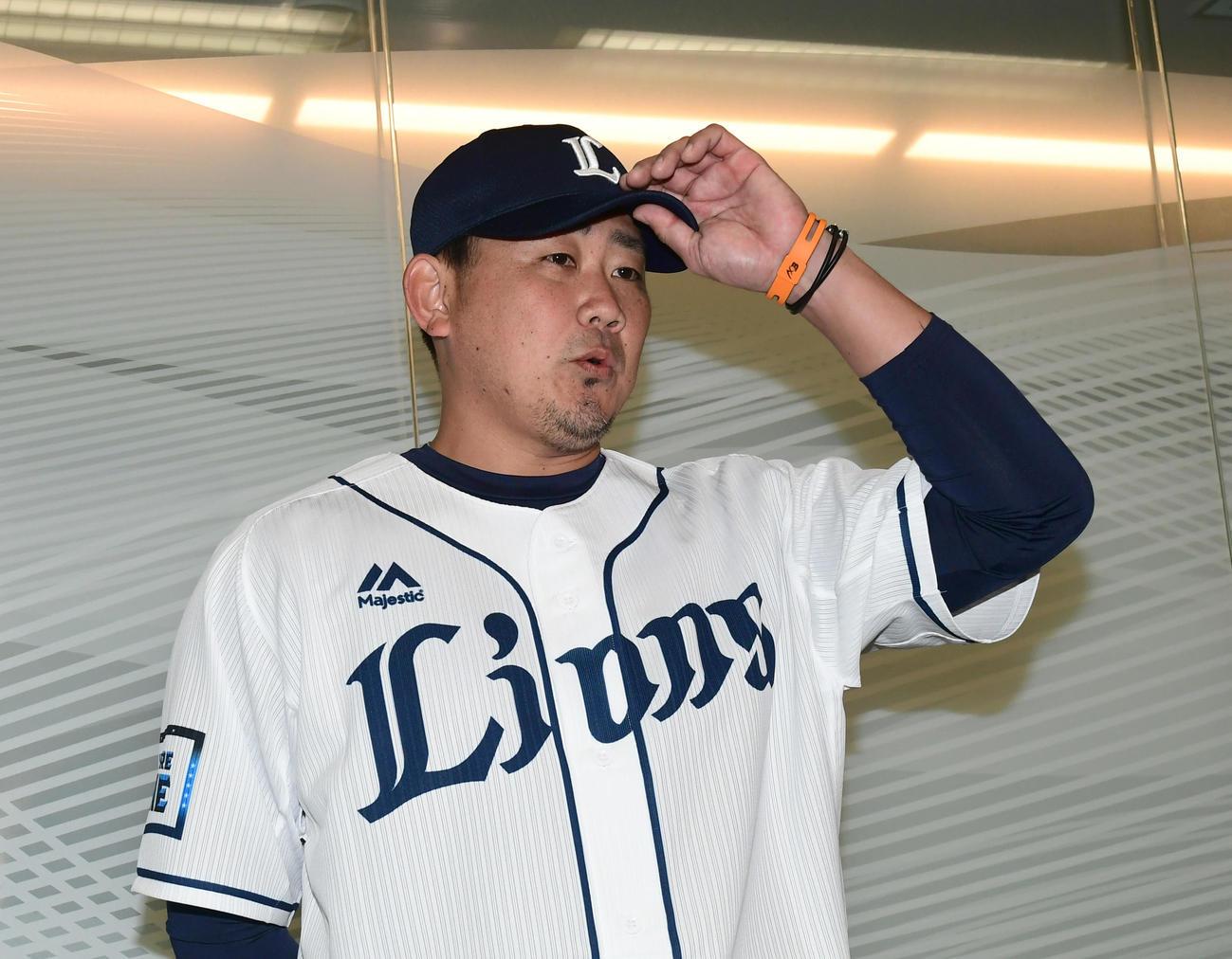 出陣式を前に、囲み会見した松坂大輔投手は、14年ぶりの球団の変わりようを話した(撮影・酒井清司)