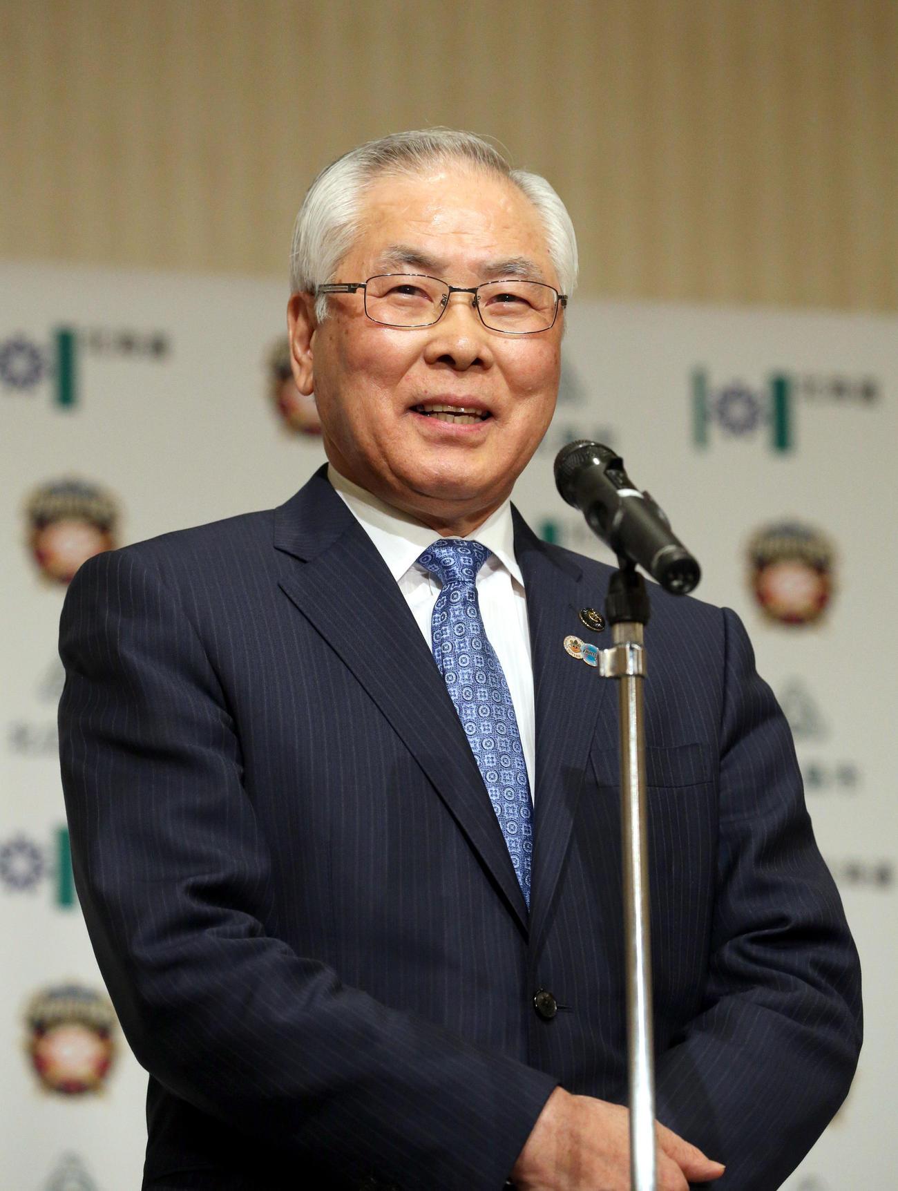 会見で話をする上野北広島市長(撮影・佐藤翔太)