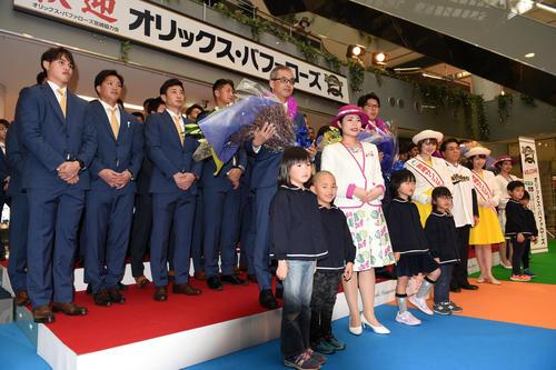 宮崎空港で熱烈な歓迎セレモニーを受けたオリックス(2020年1月30日)