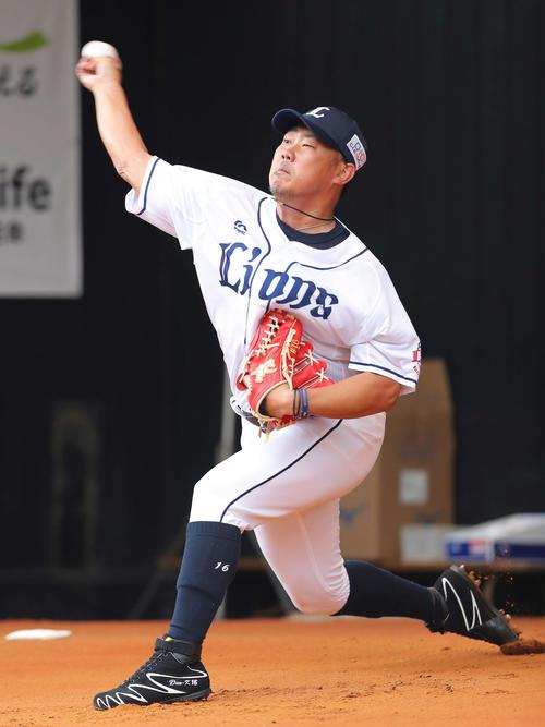 ブルペン投球する西武松坂(撮影・河田真司)