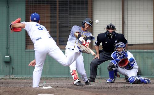 中日対阪神 4回表阪神2死一、二塁、木浪は右越え3点本塁打を放つ(撮影・加藤哉)