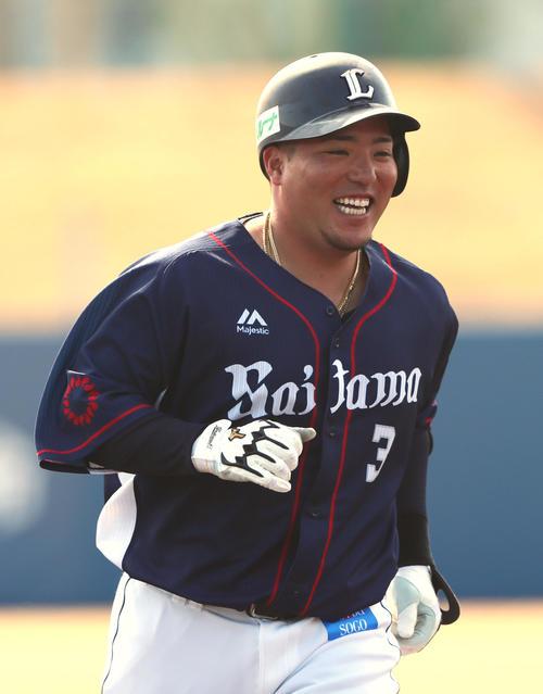 シート打撃で本塁打を放ち笑顔を見せる西武山川(撮影・足立雅史)