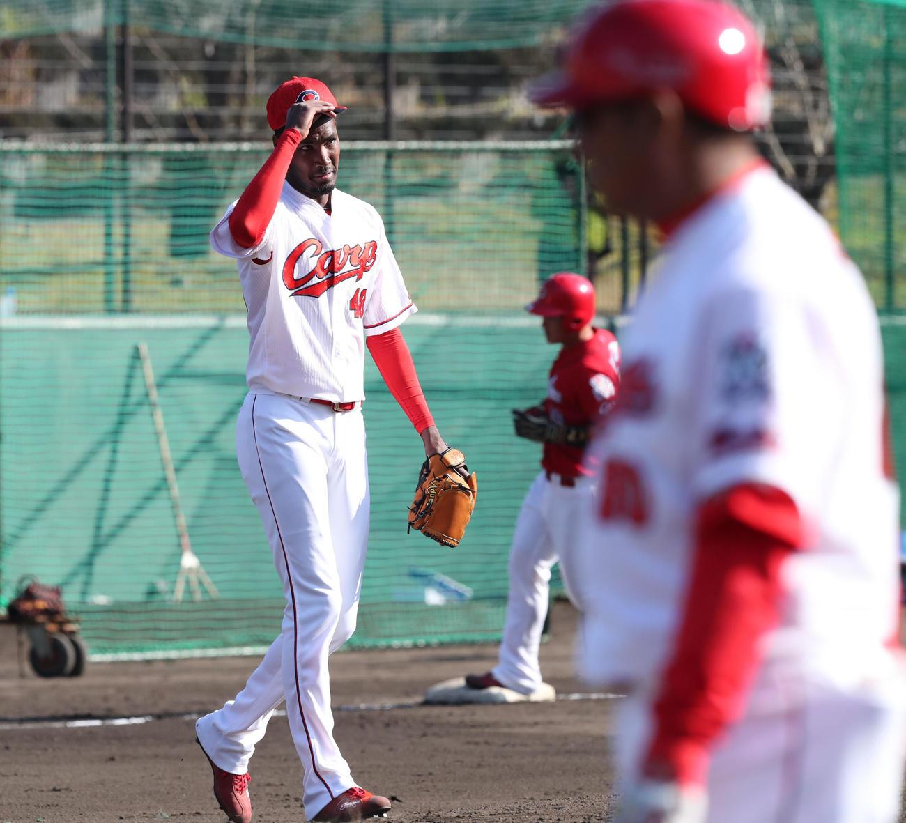 紅白戦 2回表紅1死二塁、正随に右越え2点本塁打を浴びるアドゥワ(撮影・梅根麻紀)