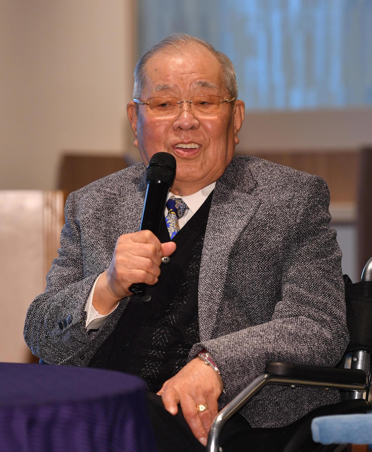 今年1月25日、シダックス野球部OB会であいさつする野村克也氏(撮影・柴田隆二)