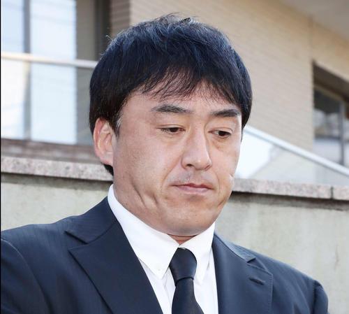 野村克也氏逝去の知らせを受けて取材対応する楽天の石井GM(撮影・丹羽敏通)
