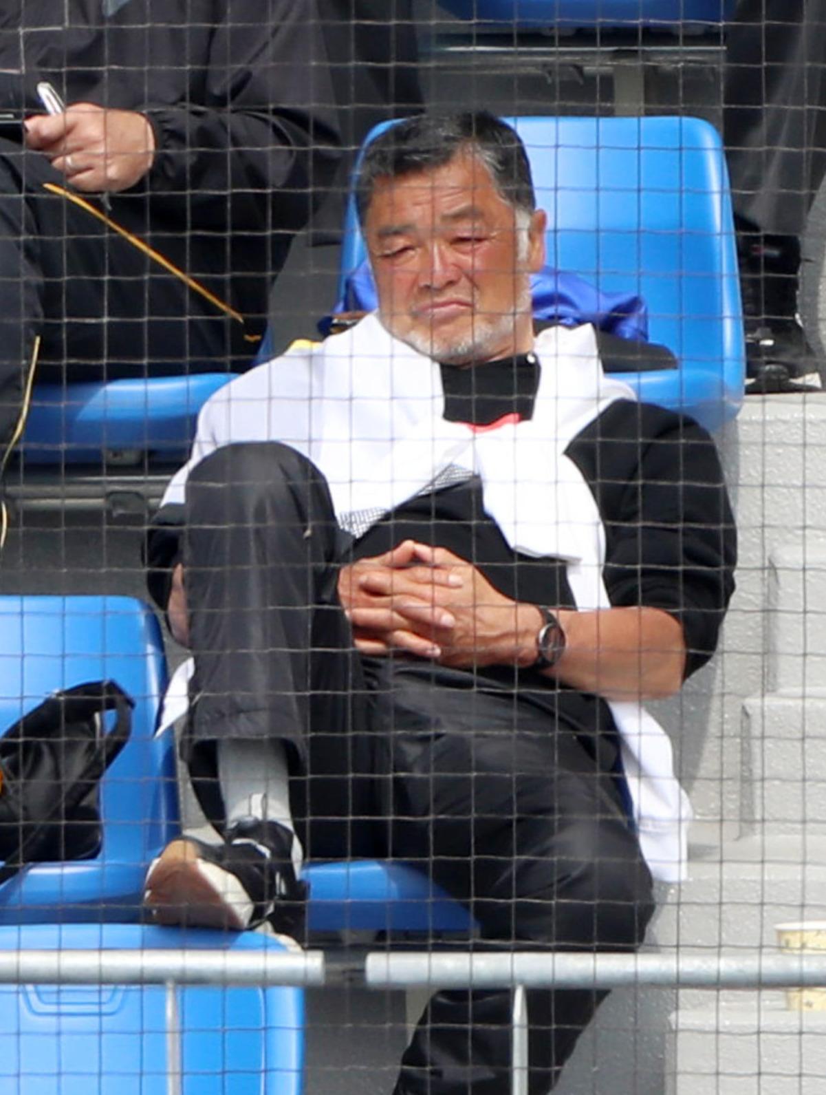 日本ハム対阪神 練習試合をネット裏から観戦する川藤幸OB会長(撮影・加藤哉)