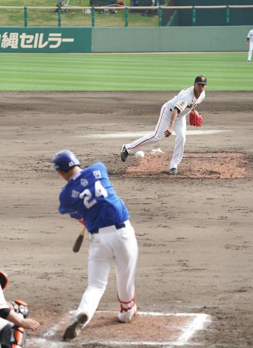 サムスン対巨人 7回表サムスン2死一、二塁、3番手ディプランは右越え適時二塁打を浴び2失点(撮影・加藤諒)