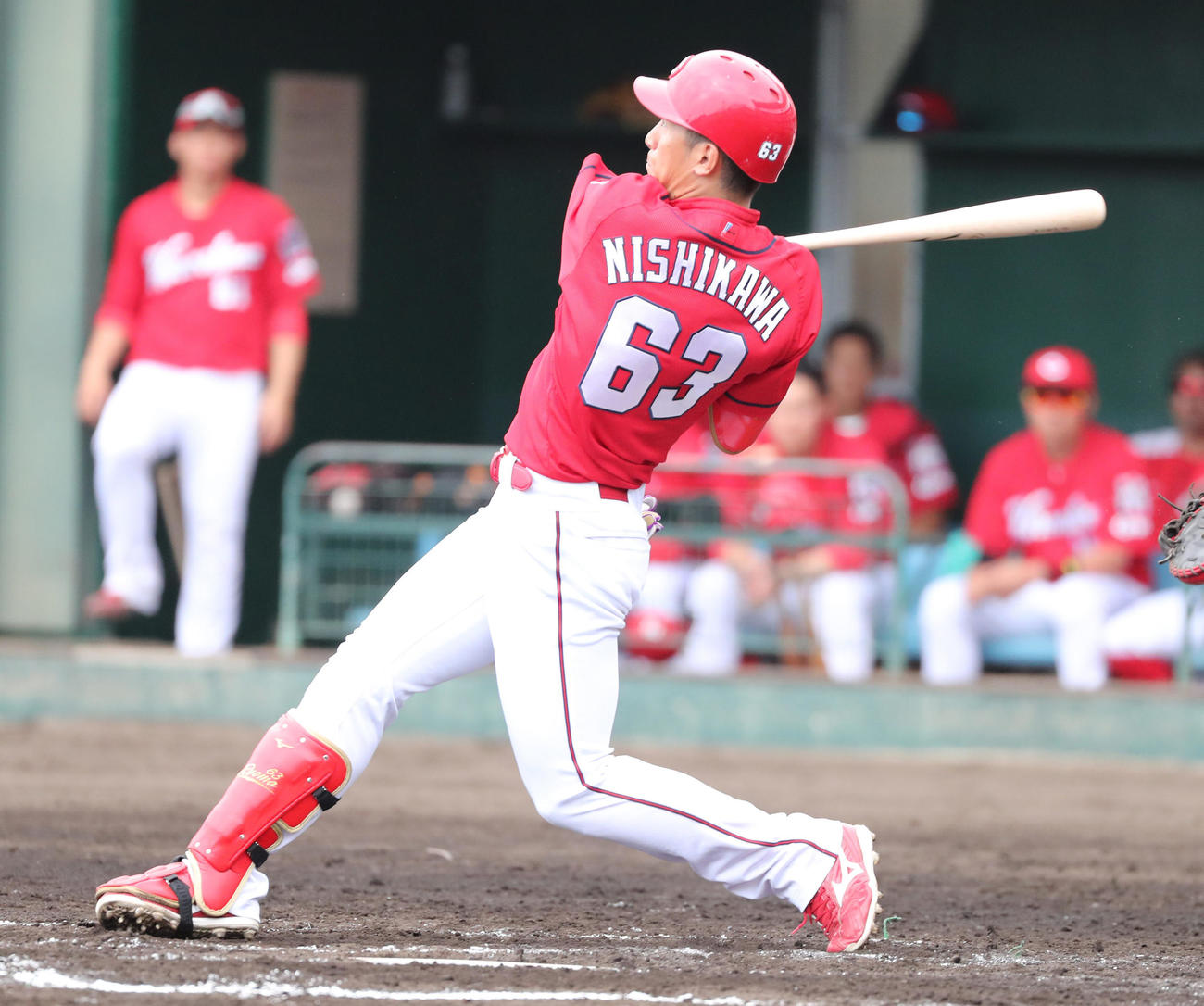 阪神対広島 3回表広島1死、右越えの先制本塁打を放つ西川龍馬(撮影・清水貴仁)