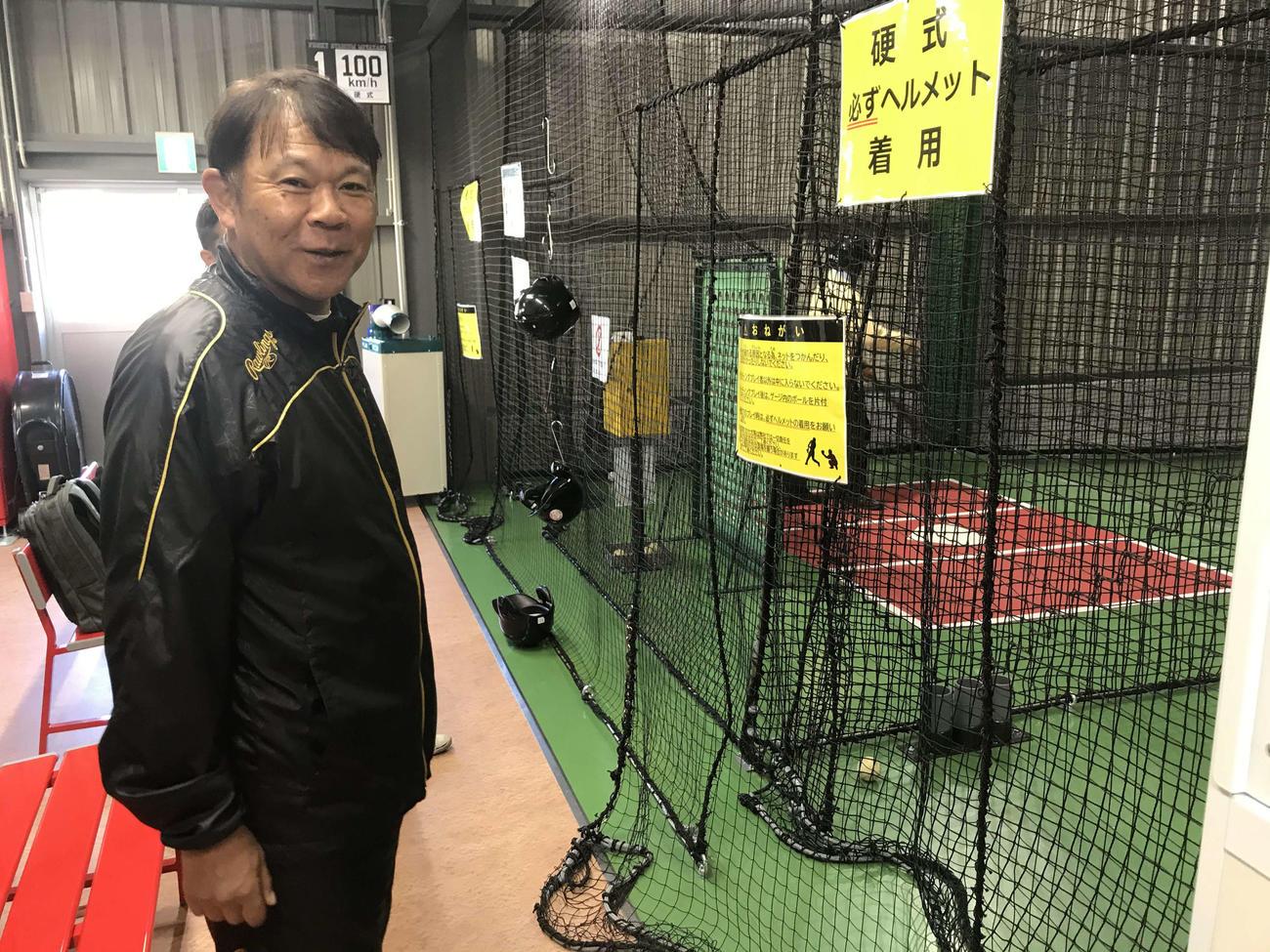 一般客の打撃練習を見守るオリックス西村監督(撮影・真柴健)
