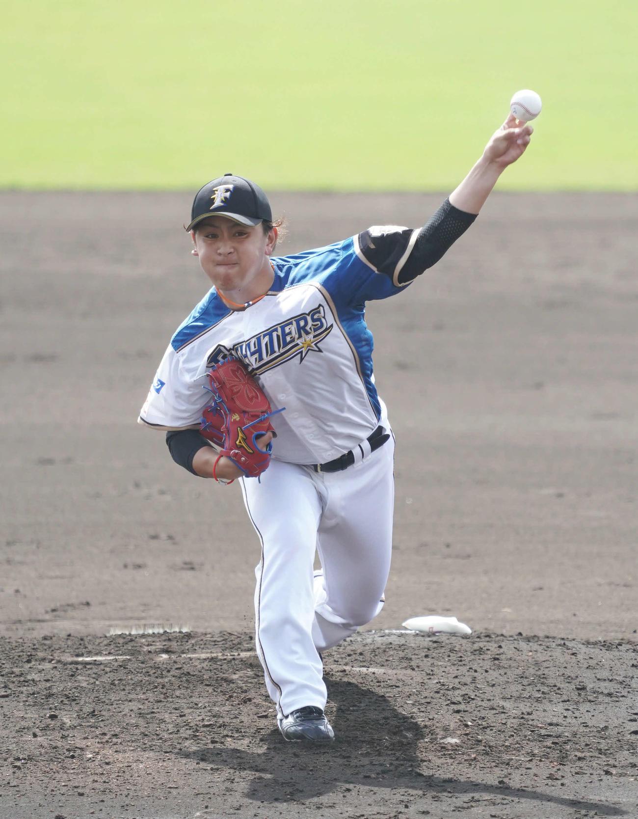 日本ハム対巨人 力投する日本ハム2番手の河野(撮影・加藤諒)