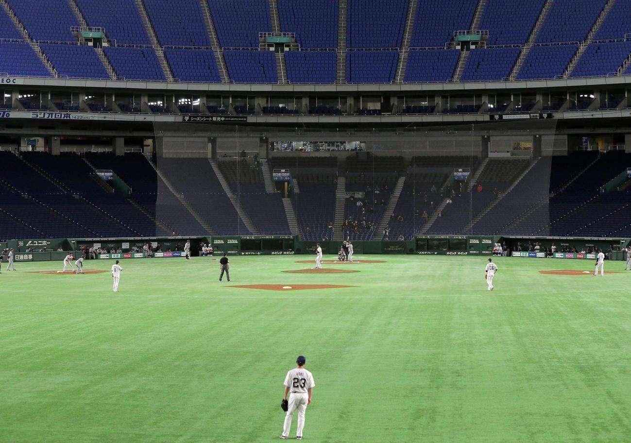 18年3月、神宮球場でのオープン戦が雨天中止となり急きょ合同練習と称して無観客の東京ドームで練習試合を行う巨人とヤクルト
