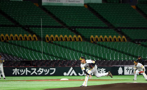 ソフトバンク対阪神 阪神打線を相手に力投する東浜巨(撮影・栗木一考)
