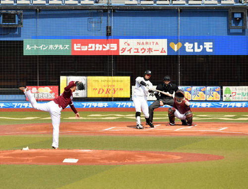 ロッテ対楽天 1回裏ロッテ無死、福田周は左越えに先制のソロ本塁打を放つ。投手松井(撮影・滝沢徹郎)