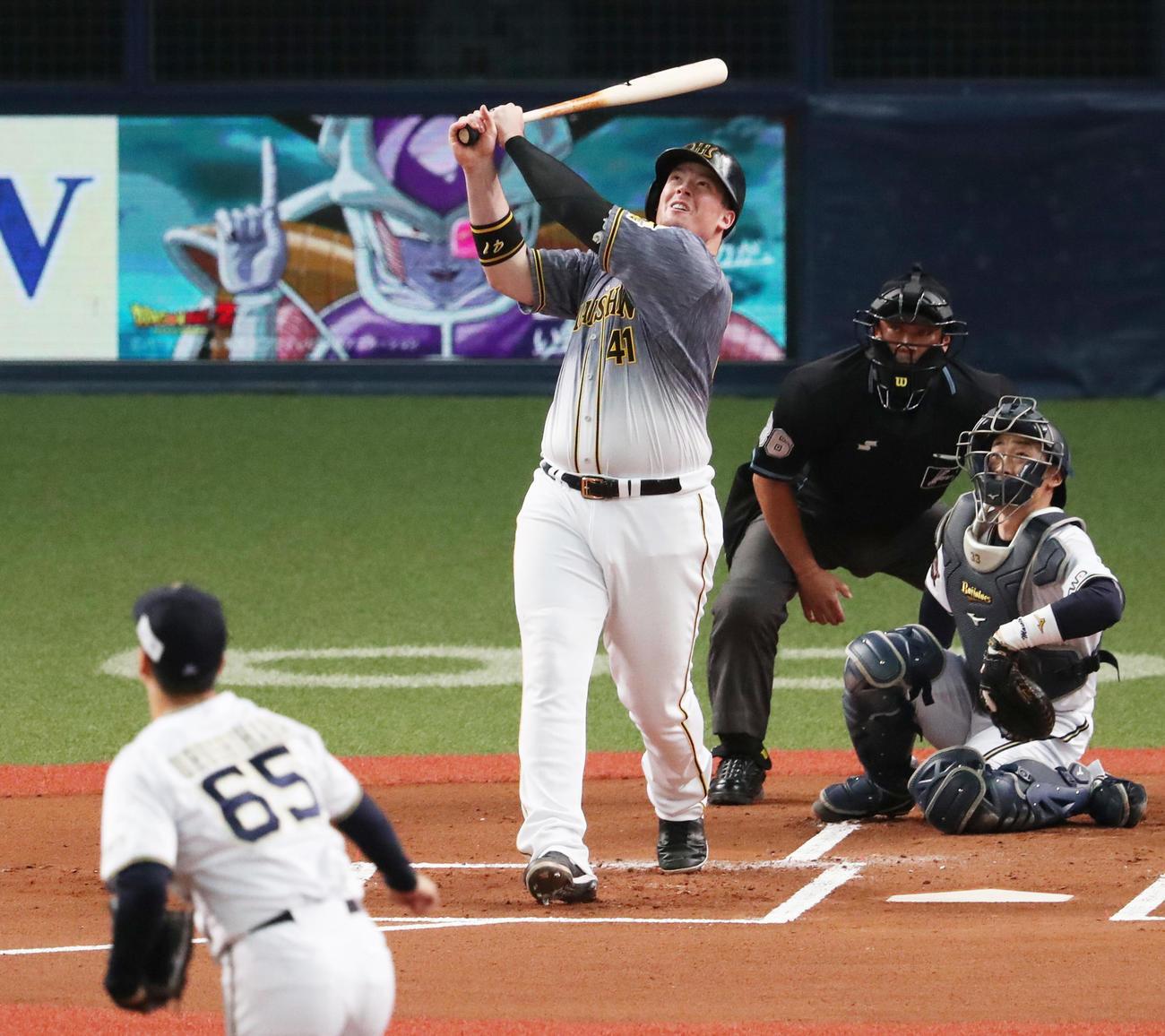 オリックス対阪神 1回表阪神2死一塁、右飛に倒れるボーア(撮影・清水貴仁)
