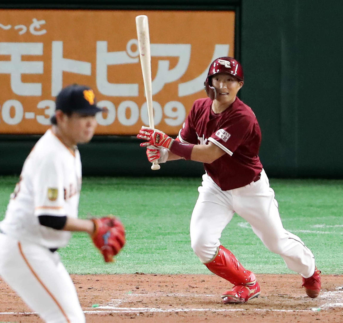 5回、田口から2点適時二塁打を放つ小深田