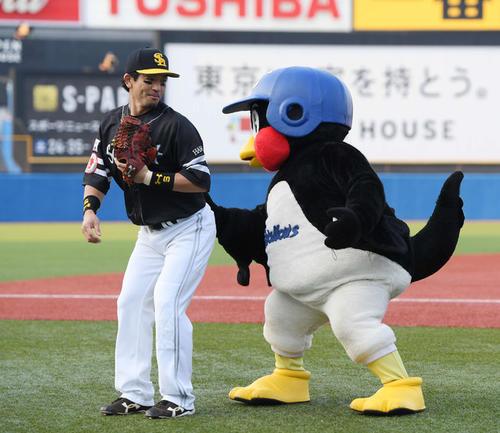 19年6月19日の交流戦 ヤクルト対ソフトバンク 前日、本塁打を放ち「熱男~」と叫んだソフトバンク松田に対して、公約通り? 「おしりぺんぺん」