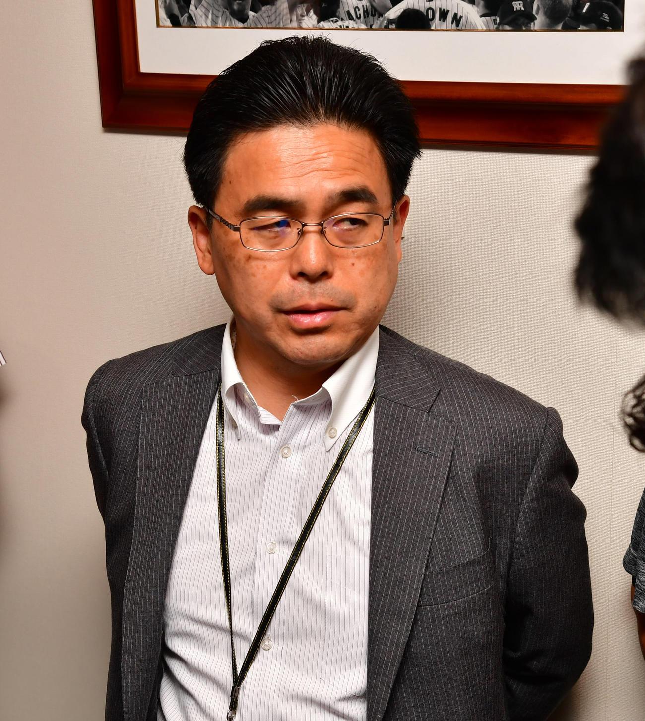 阪神の谷本修球団副社長兼球団本部長(2019年7月7日撮影)