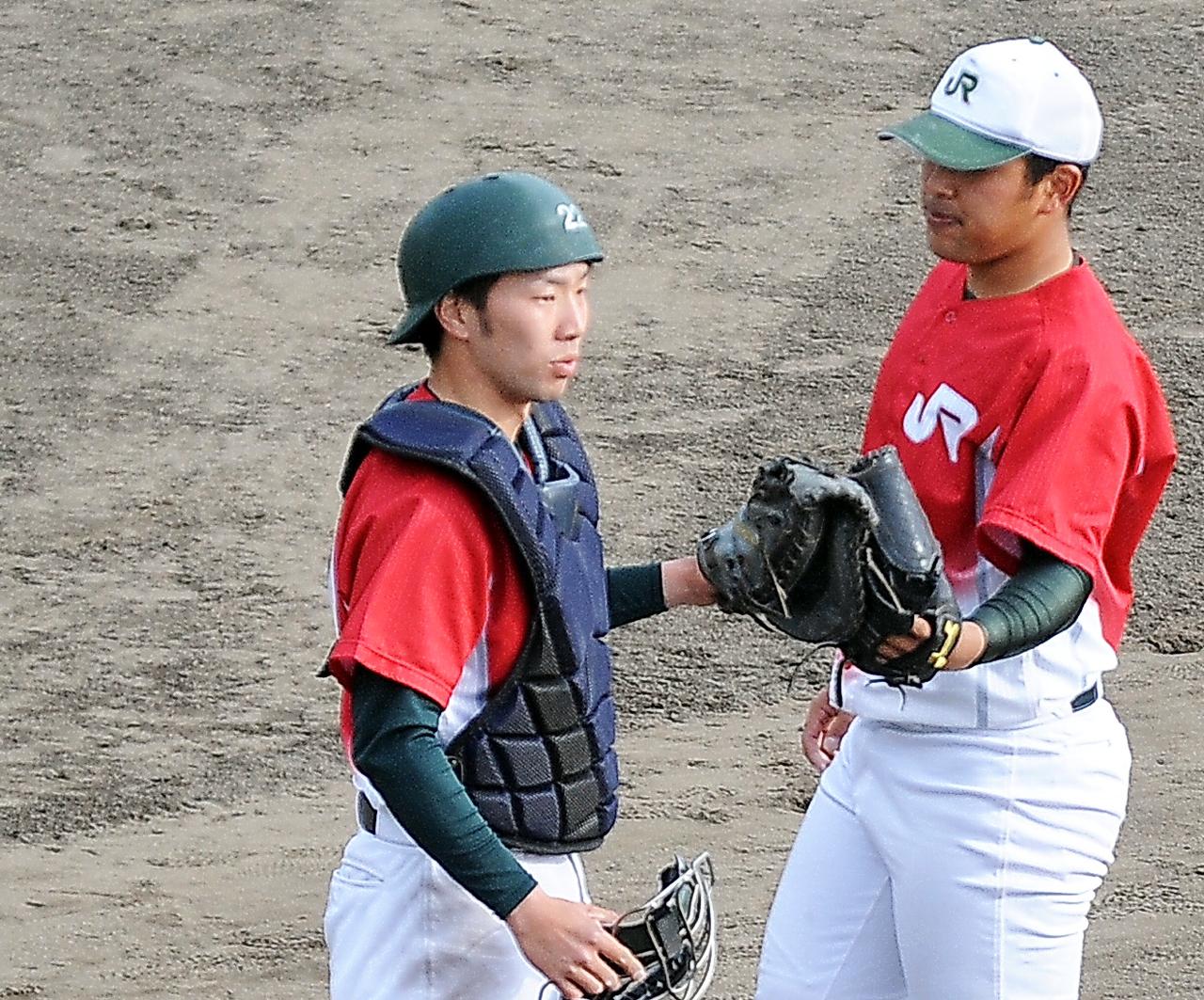 JR東日本東北の坪倉(左)は好リード(撮影・佐々木雄高)