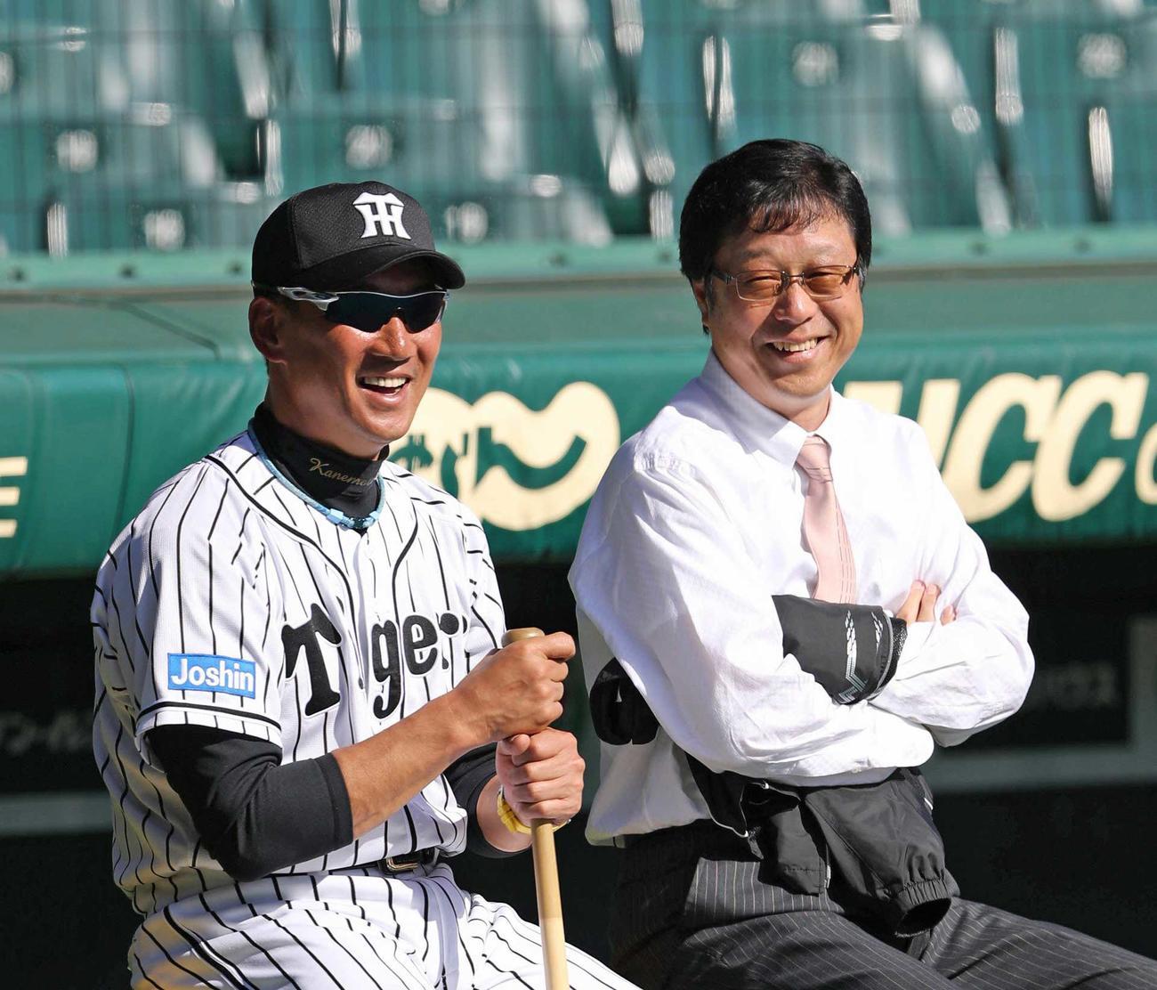 南信男球団顧問(右)と金本監督(2016年10月24日撮影)