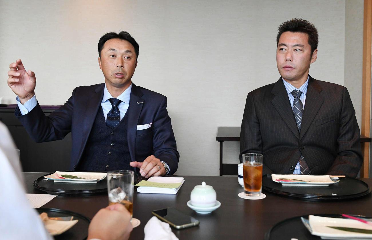 対談で野球界に提言する宮本慎也氏(左)と上原浩治氏