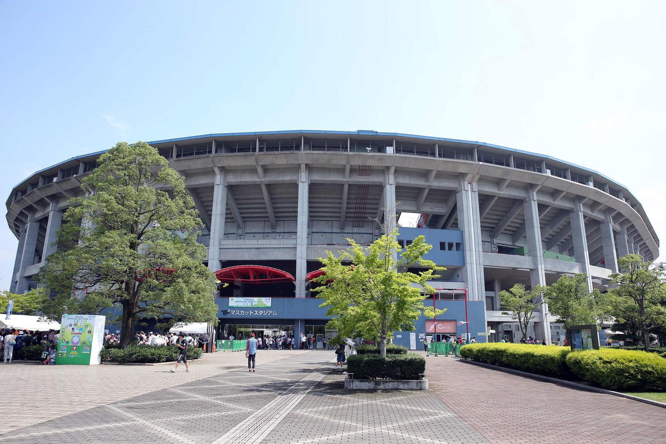 倉敷マスカットスタジアムの外観(2016年7月14日)