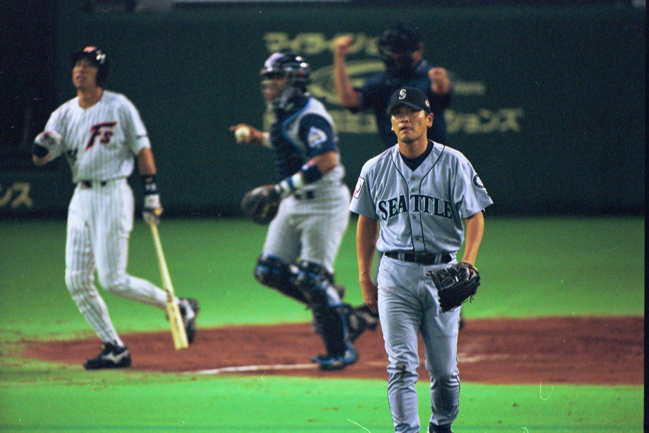 00年11月、日米野球第1戦 全日本対全米 佐々木主浩は野口寿浩を三振に仕留める