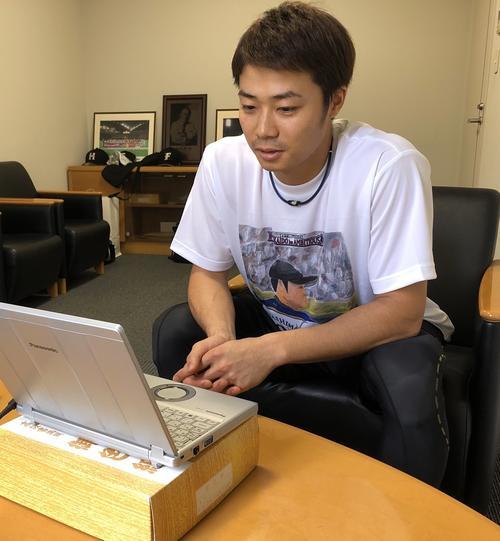 オンライン取材を受ける日本ハム中島(球団提供)