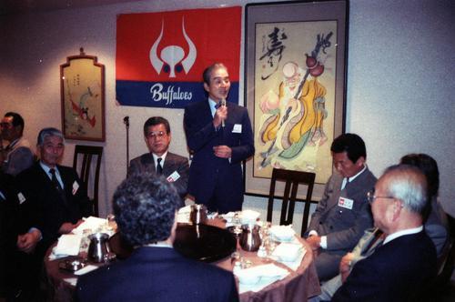 88年12月、近鉄OB会で話す関根潤三氏