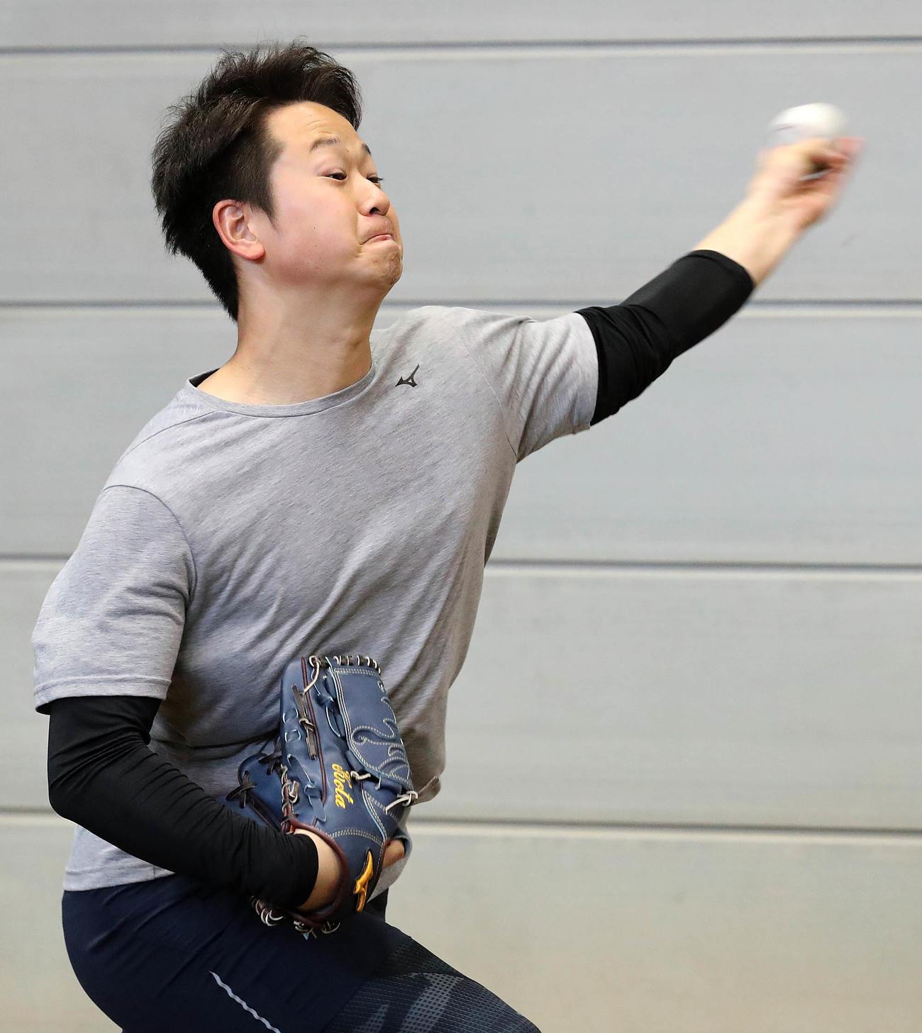 ブルペン投球する巨人中川(提供:読売巨人軍)