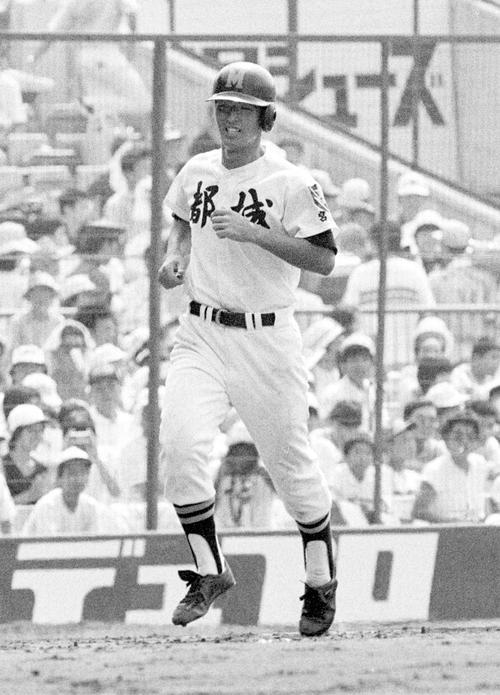 84年8月、甲子園の都城-足利工戦、4回に隈崎は本塁打を放ち笑顔で生還