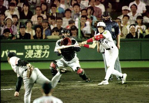 99年6月、巨人戦の12回、阪神新庄は槙原の敬遠球をレフト前にサヨナラ打を放つ