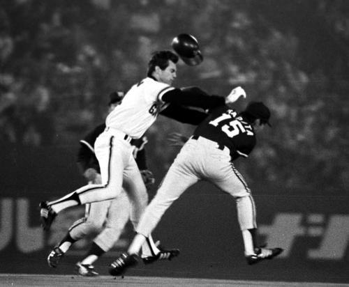 膝蹴り、パンチ…/記憶に残るプロ野球乱闘10選 - プロ野球ライブ速報 : 日刊スポーツ