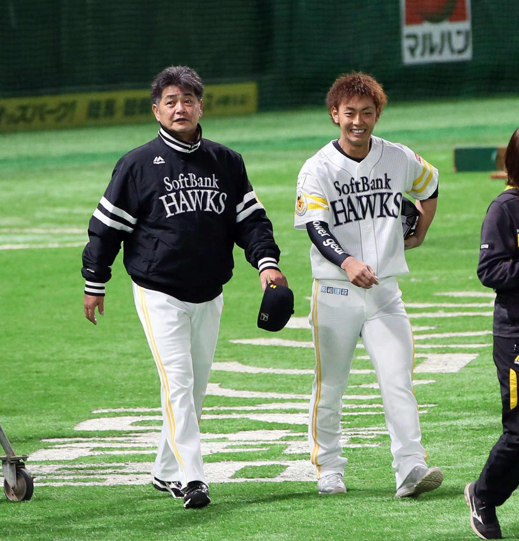 今宮(右)と話す工藤監督(2020年3月24日撮影)