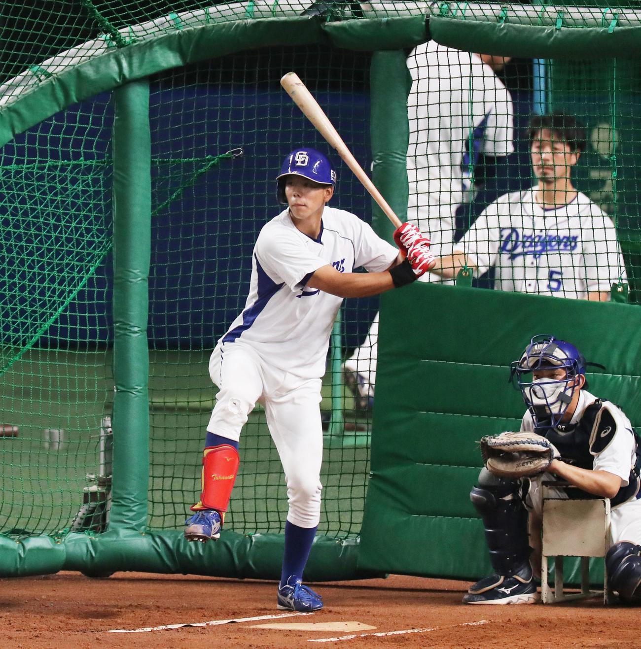 打撃練習をする中日高松渡(現場代表)