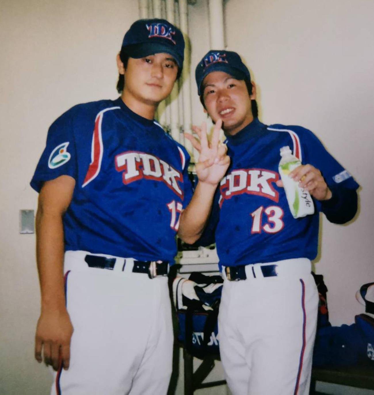 TDK時代の津口竜一さん(左)と藤田剛士さん