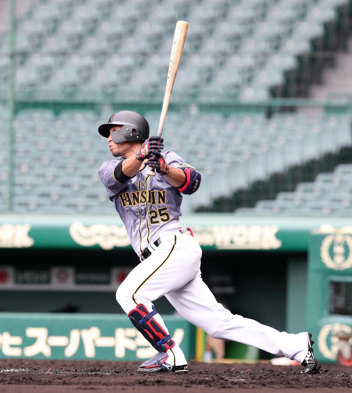 阪神紅白戦 3回表紅組無死、江越は左中間越え本塁打を放つ(代表撮影)