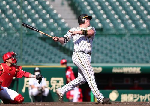 練習試合・阪神対広島 4回裏阪神無死、ジャスティン・ボーアは左越え本塁打を放つ(撮影・上山淳一)