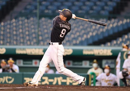 4回表ソフトバンク無死、右中間へ同点本塁打を放つ柳田悠岐(撮影・清水貴仁)