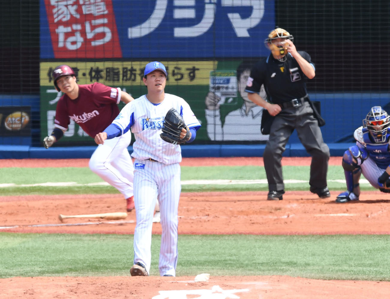 3日、楽天島内に2点適時二塁打を許す上茶谷(撮影・山崎安昭)