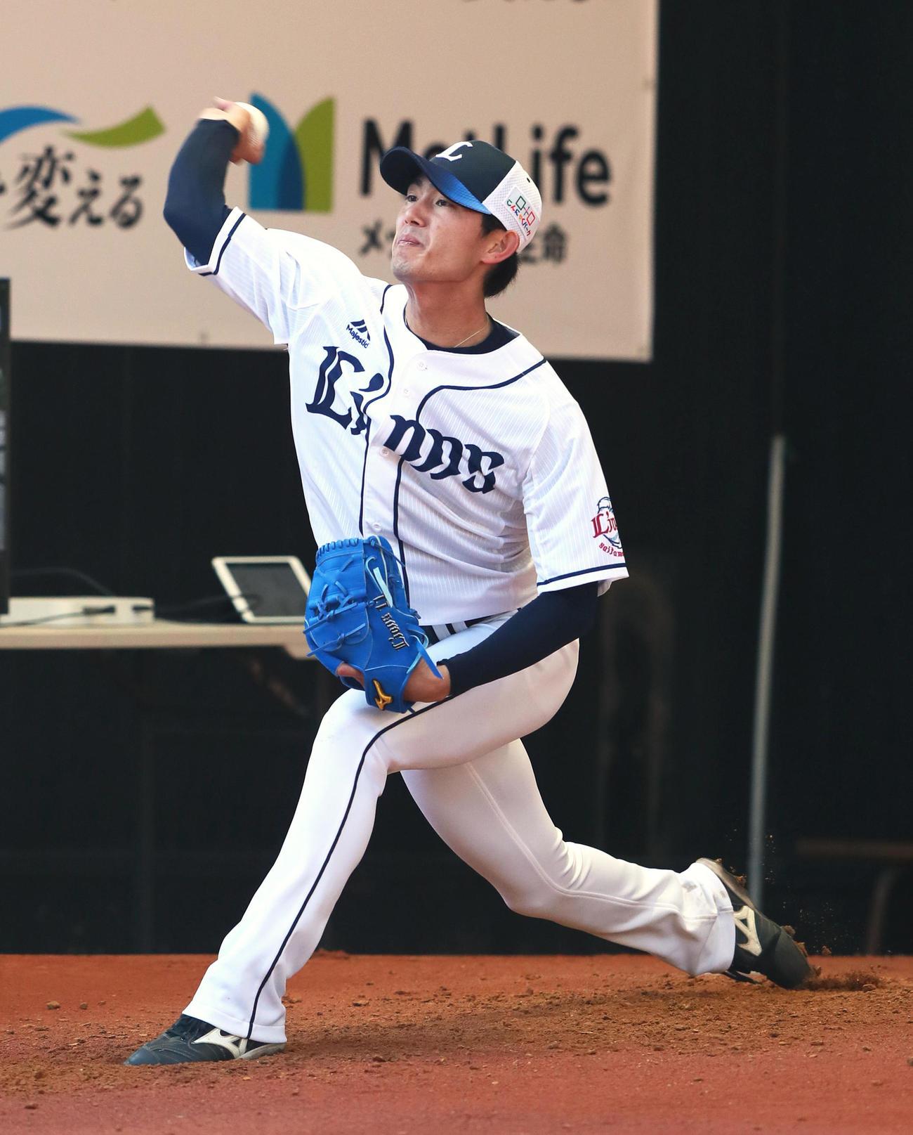 ブルペン投球する西武今井(20年2月1日撮影)