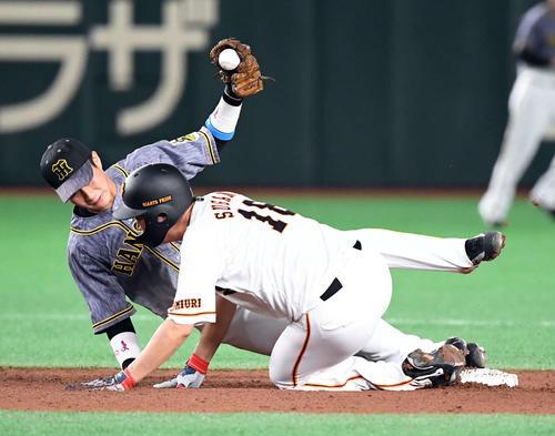 5回裏巨人無死一塁、吉川尚輝の投ゴロで一走菅野智之が走塁するもアウト