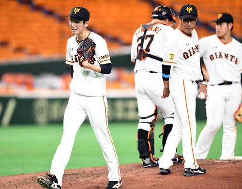 巨人対広島 5回裏巨人2死一塁、中越えに適時二塁打をを放つ北村(撮影・たえ見朱実)