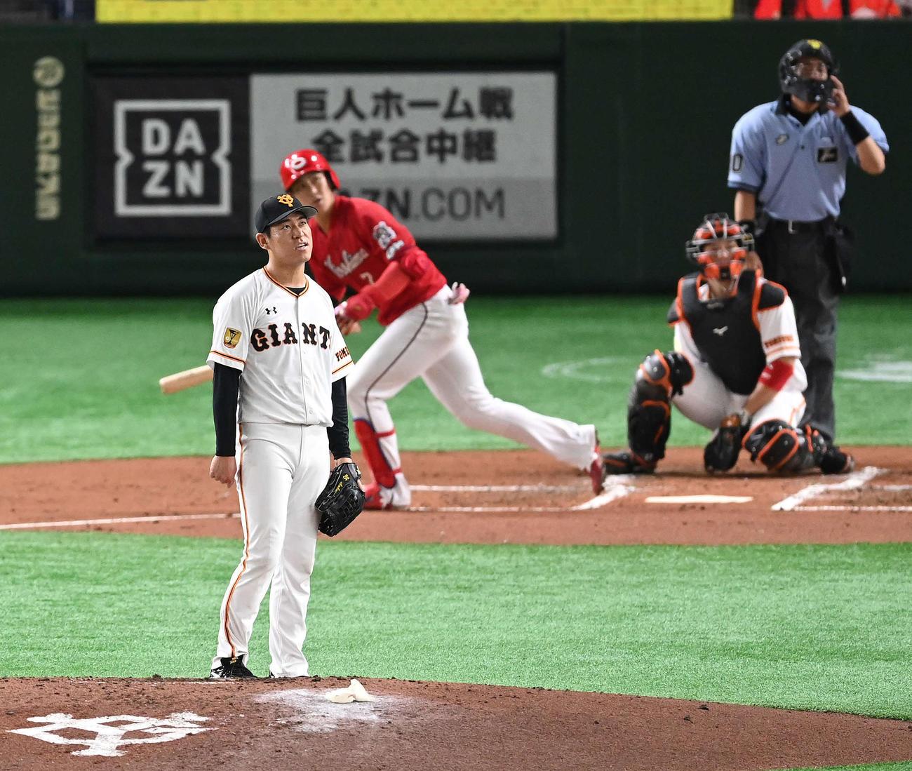 巨人対広島 2回表広島2死二塁、堂林に先制の左越え2点本塁打を浴びる桜井(撮影・鈴木みどり)