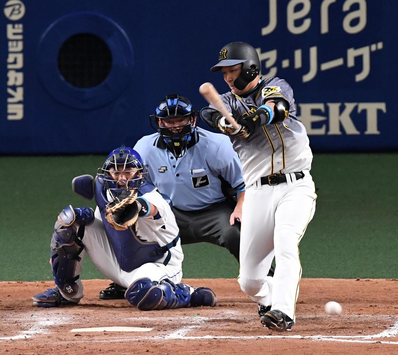 中日対阪神 7回表阪神2死一、二塁、代打の大山は三塁ゴロに倒れる(撮影・前岡正明)
