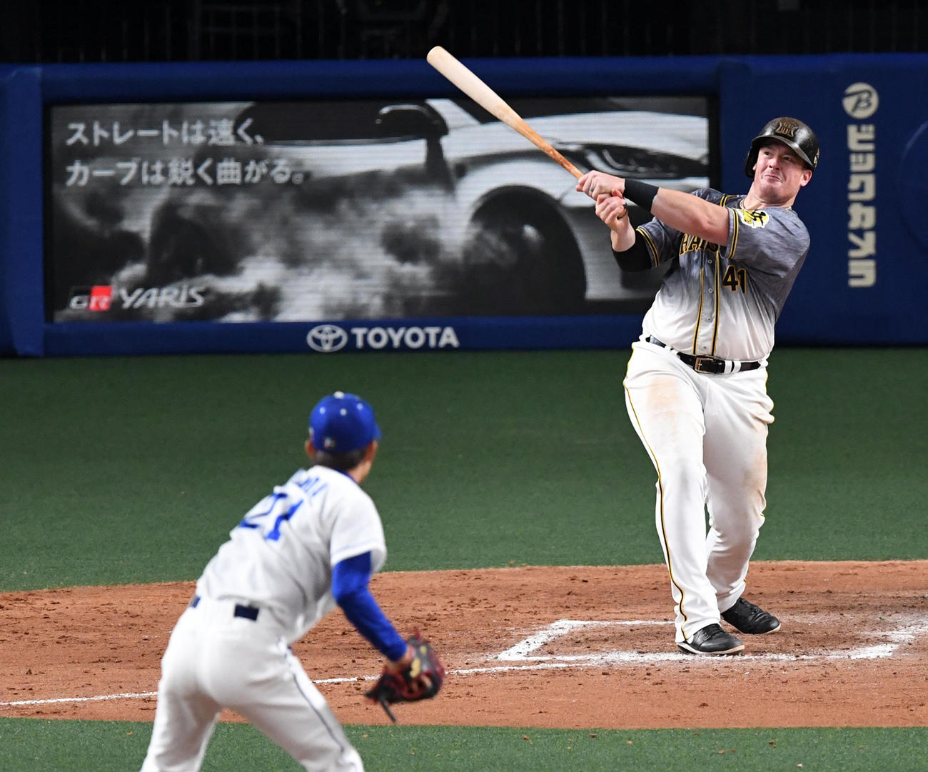 中日対阪神 9回表阪神無死、ボーアは岡田から右越え本塁打を放つ(撮影・前岡正明)